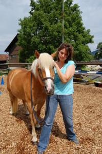 Behandlung mit Pferde Osteopathie